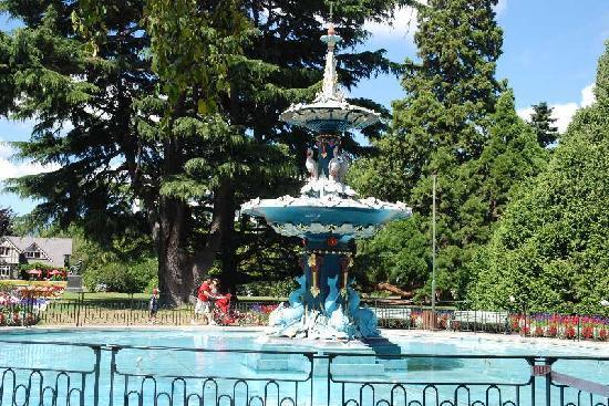 Peacock Fountain: ピーコック ファウンテン (噴水)