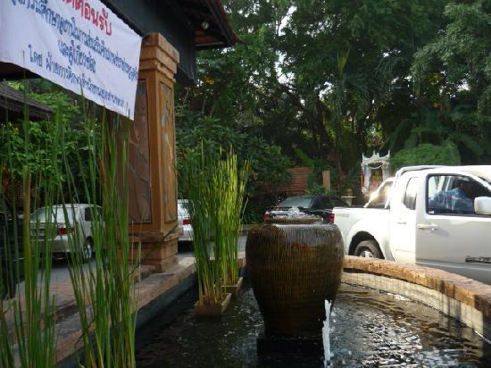 Holiday Garden Hotel: Front Door, Holiday Garden, Chiang Mai, Thailand