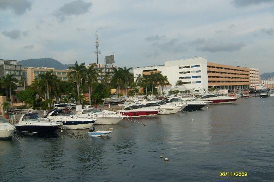 Aladinos Hotel and Club: vista de la aduana naval y el embarcadero