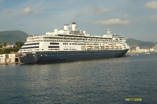 Aladinos Hotel and Club: crucero de visita en el puerto
