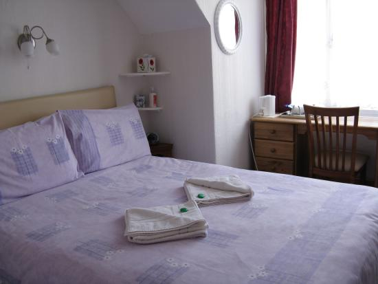 Colin House: ensuite double room