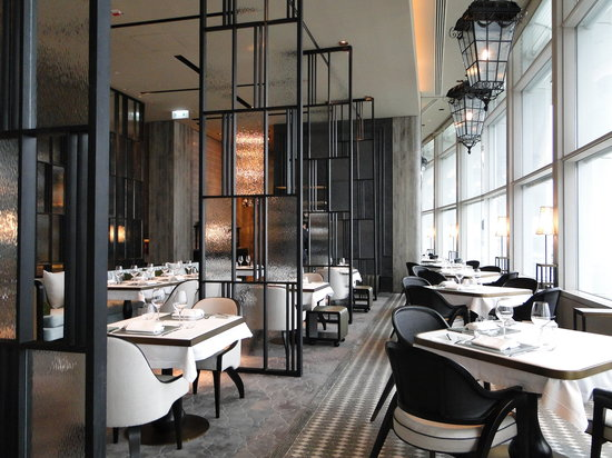 French window brasserie bar hong kong central for Best private dining rooms hong kong