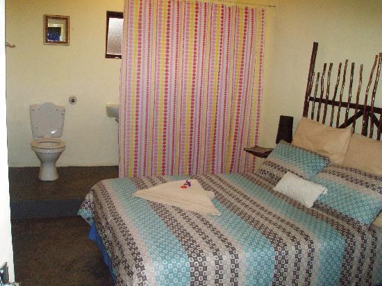 Tsalanang Township B&B: A big comfortable bed