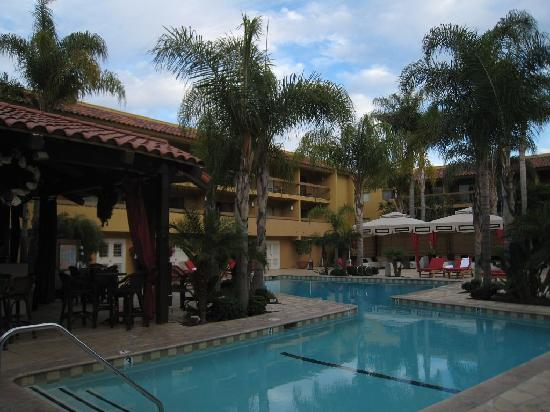 Atrium Hotel at Orange County Airport: Heated pool, perfect even for December