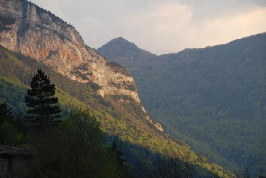 Le Sareymond : Uitzicht vanuit de tuin