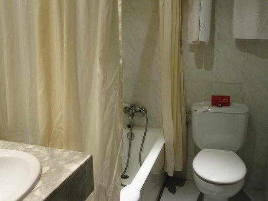 Hotel Los Lagos Nature: Baño