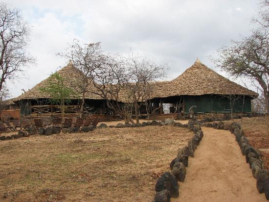 Kikoti Safari Camp: Lounge/dining area