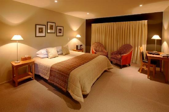 Distinction Fox Glacier, Te Weheka Boutique Hotel : Tastefully furnished rooms with Super King Bed