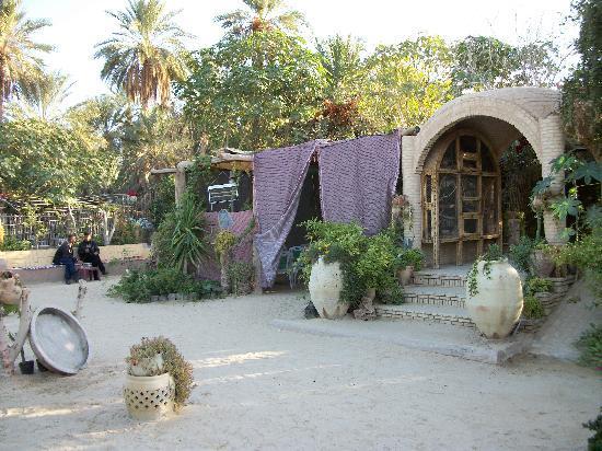 Nefta, Tunus: complexe tourestique au centre de la corbeille