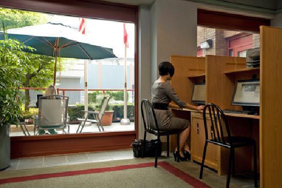 YWCA Hotel Vancouver: Vancouver's YWCA Hotel Lobby