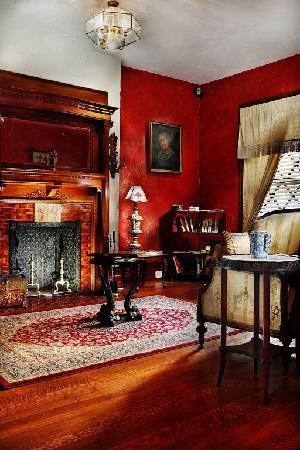 American Guest House: Parlor Room