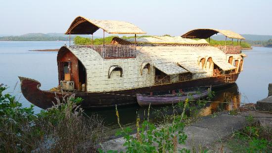Beira Mar Alfran Resort: House Boat overnight trip