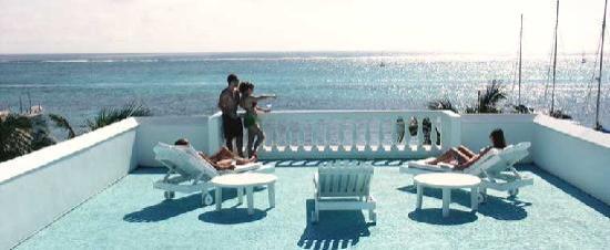 Belizean Reef Suites: Rooftop veranda for viewing and photos
