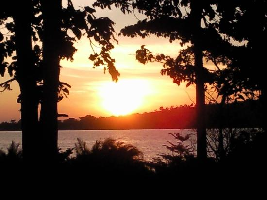 Lagoon Resort: Sunset over Lake Victoria