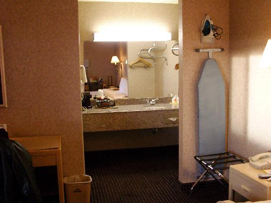 Days Inn East Albuquerque: Vanity