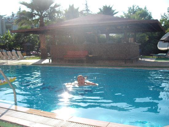 Esmeralda Apartments: We loved the pool it was keptrealy clean