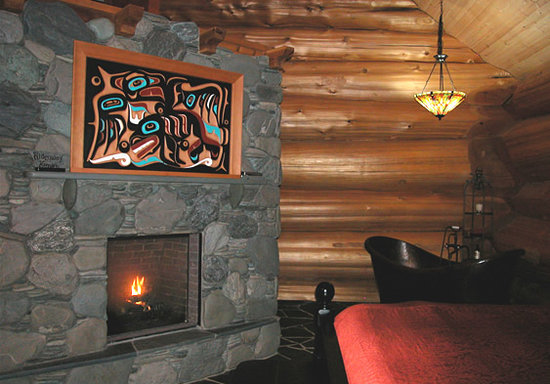 Florencia Bay Hideaway: Copper Cabin Fireplace
