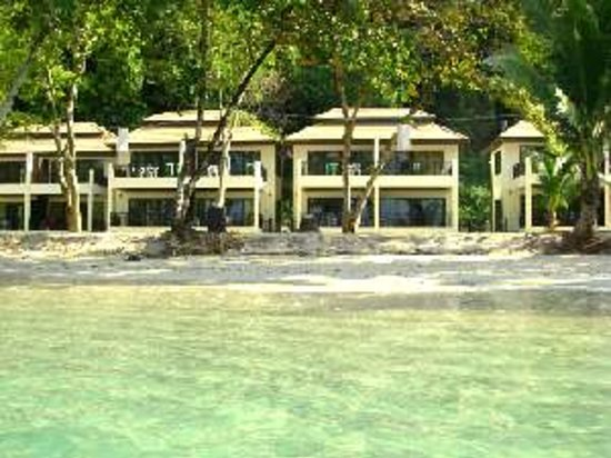 Siam Beach Resort: All Rooms stand right on the sand of the famous lonely beach.