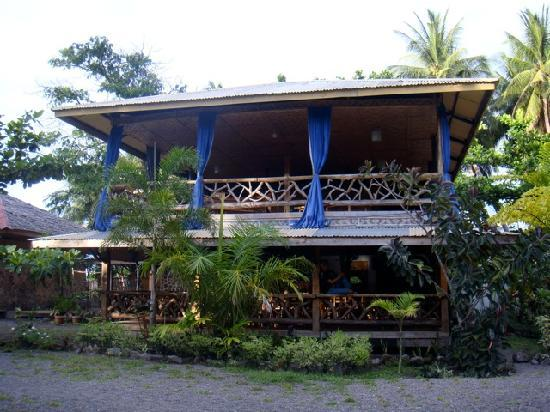 Camiguin Action Geckos Dive & Adventure Resort: Main Building & Restaurant
