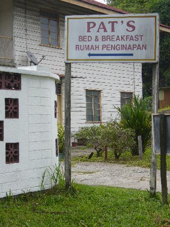 Pat's Bed and Breakfast: Entrance