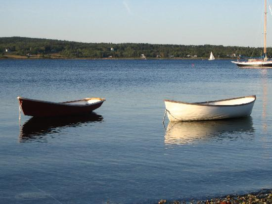 The Inn at Ferry Landing: Boats at the beach