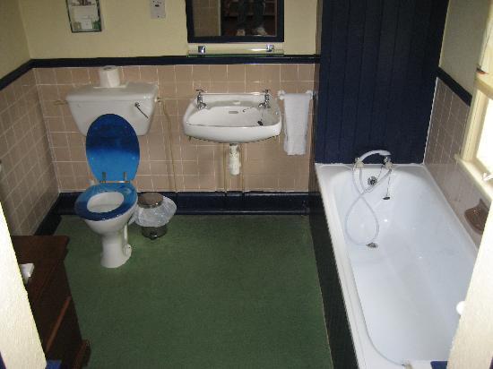 Stuart House Hotel: En-suite bathroom.