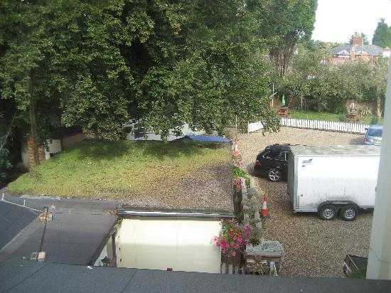 Stuart House Hotel: View from our bedroom, just below was hotel back door area which was noisy at night.