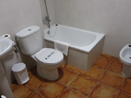 Villa de Cabrales Hotel-Apartamentos: Baño