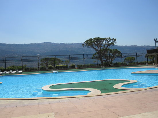Pineland Hotel and Health Resort: The pool and unbelievable view