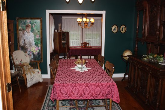 Inn on the 10th: the dining room