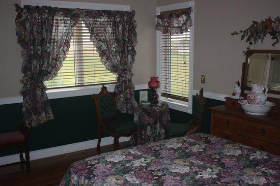 Inn on the 10th: bedroom