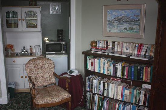 Inn on the 10th: common area