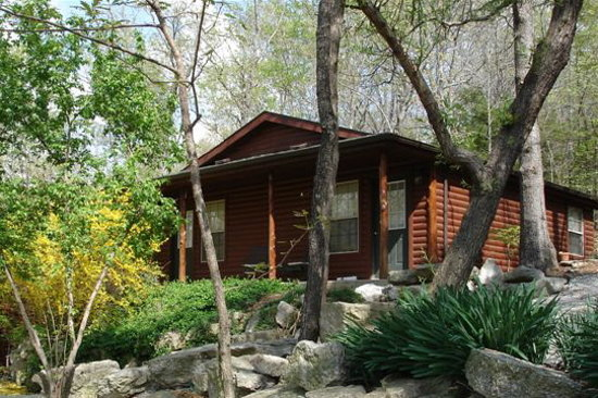 Crystal Cove Bed and Breakfast: Sports Cabin in The Spring time!
