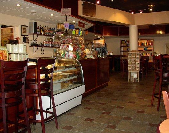 R&J's Island Latte: Upscale Coffee Bar, Convenient Downtown location