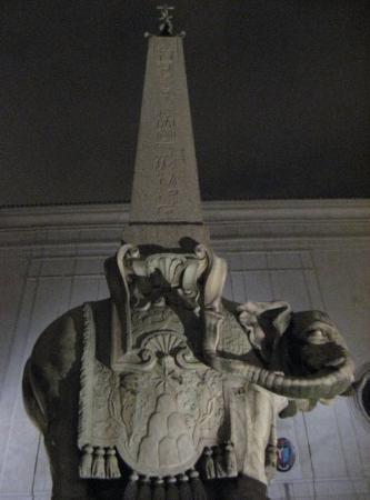Santa Maria Sopra Minerva: Elefante de Bernini