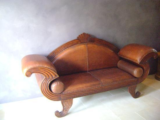 Victoria's at Ewingsdale : Mr chair