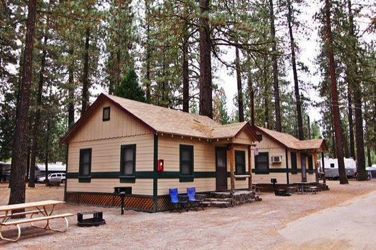 Hat Creek Resort & RV Park: Nice Cottages in the forest