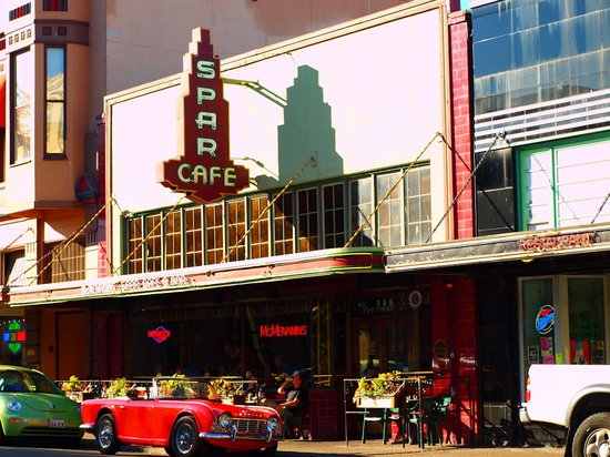 McMenamins Spar Cafe : The Spar on a rare sunny day
