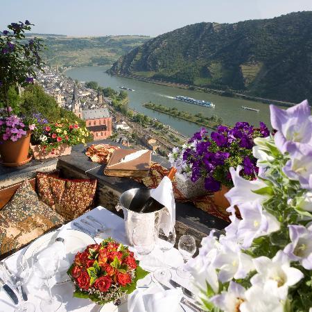 Castle Hotel Auf Schoenburg: Rheinterrasse mit Blick ins Rheintal