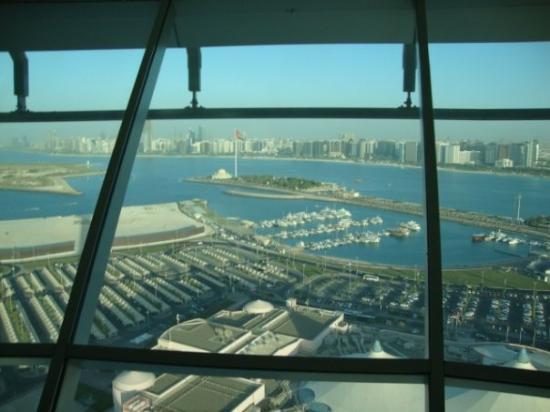 Abu Dabi, Emirados Árabes: Torre giratoria en un Mall.