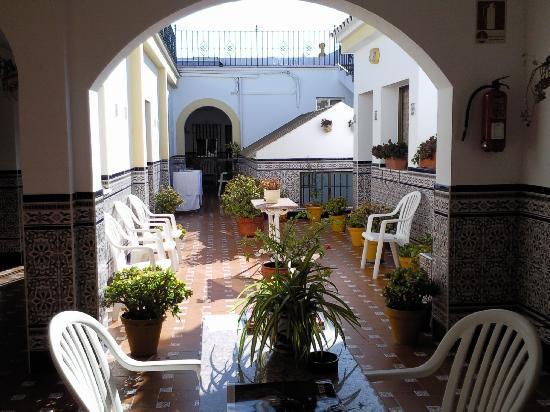 Hostal Malaga: Patio estilo andaluz