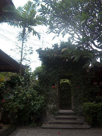 Bali Wirasana Hotel: de entree