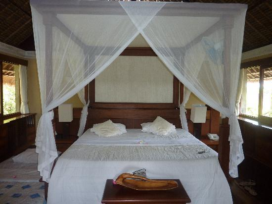 d'Omah Hotel Bali: canopy bed