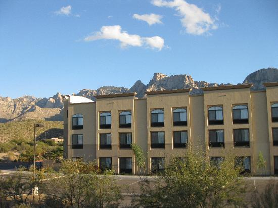 Holiday Inn Express Oro Valley - Tucson North: Rear view