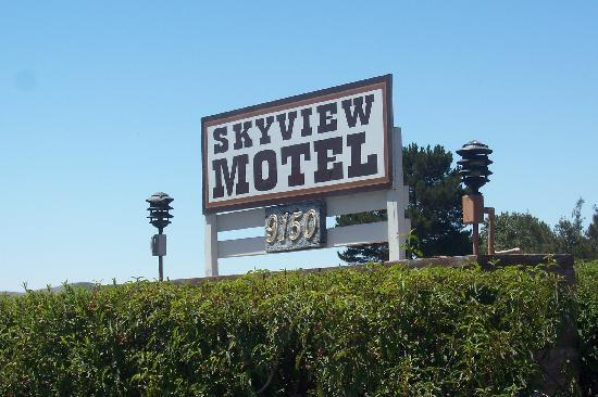 The Skyview Motel : Sign in front