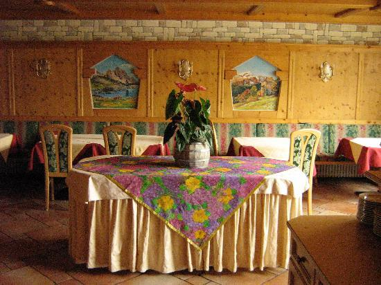 Ciasa Montanara: Breakfast Room