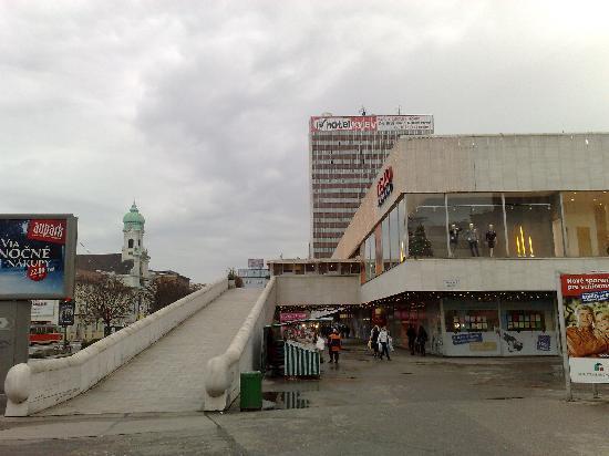 Blick vom 12 stock ber bratislava panorama picture for Design hotel 21 bratislava kontakt