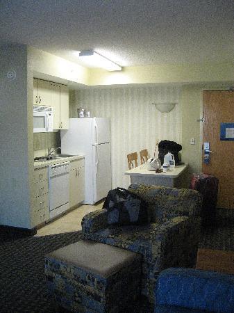 Hampton Inn & Suites Fort Myers Beach / Sanibel Gateway: Kitchen