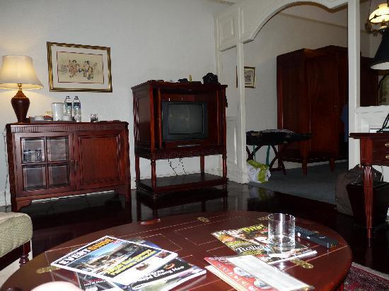 Hotel Majapahit Surabaya managed by AccorHotels: living area