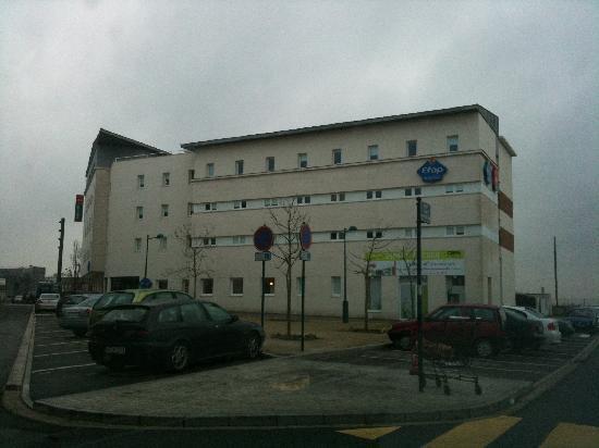 Ibis Budget Marne la Vallee Val d'Europe: l' esterno, un po' triste